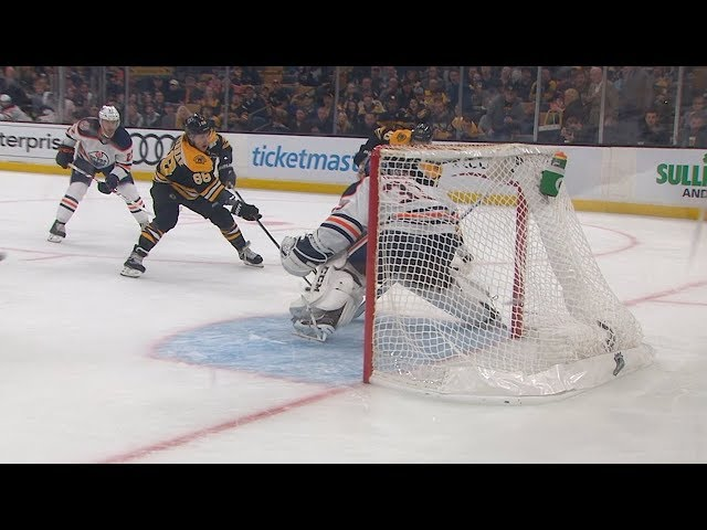 David Pastrnak dangles, scores jaw-dropping PPG