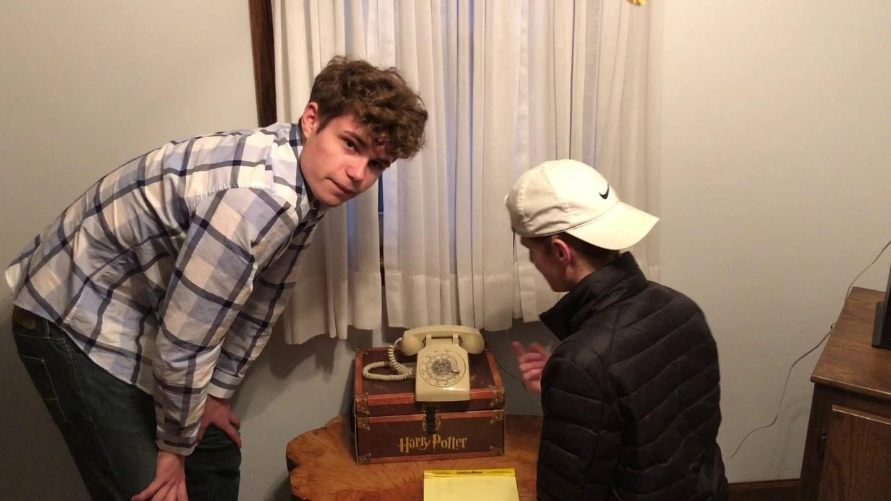 17 Year Olds Dial A Rotary Phone For First Time. SIMPLY HILARIOUS!! OLD SCHOOL KNOWLEDGE