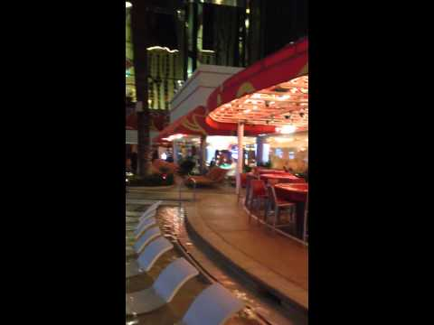 Piscina hotel Golden Nugget Las Vegas from YouTube · High Definition · Duration:  39 seconds  · 263 views · uploaded on 06/03/2014 · uploaded by tipz4us