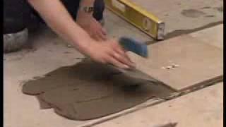 укладка керамической плитки на пол.flv(Мир ремонта - видеоэнциклопедия - укладка керамической плитки на пол., 2010-04-25T19:46:16.000Z)