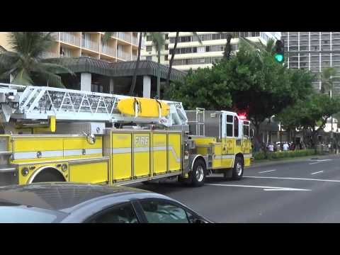 Honolulu Fire Dept. Ladder 7 Responding (Waikiki)