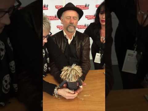 Xander Berkeley gets his 'Gregory' CreepynCuteShop doll‼️ ❤️🇬🇧💙