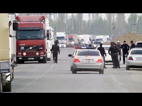 Сотни фур застряли на кыргызско-казахской границе