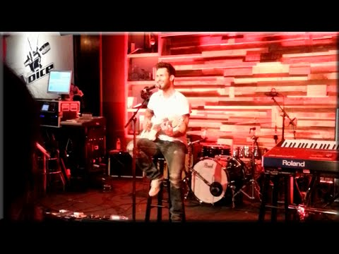 """Adam Levine performs Maroon 5 hit """"Sunday Morning"""" Live Hollywood"""