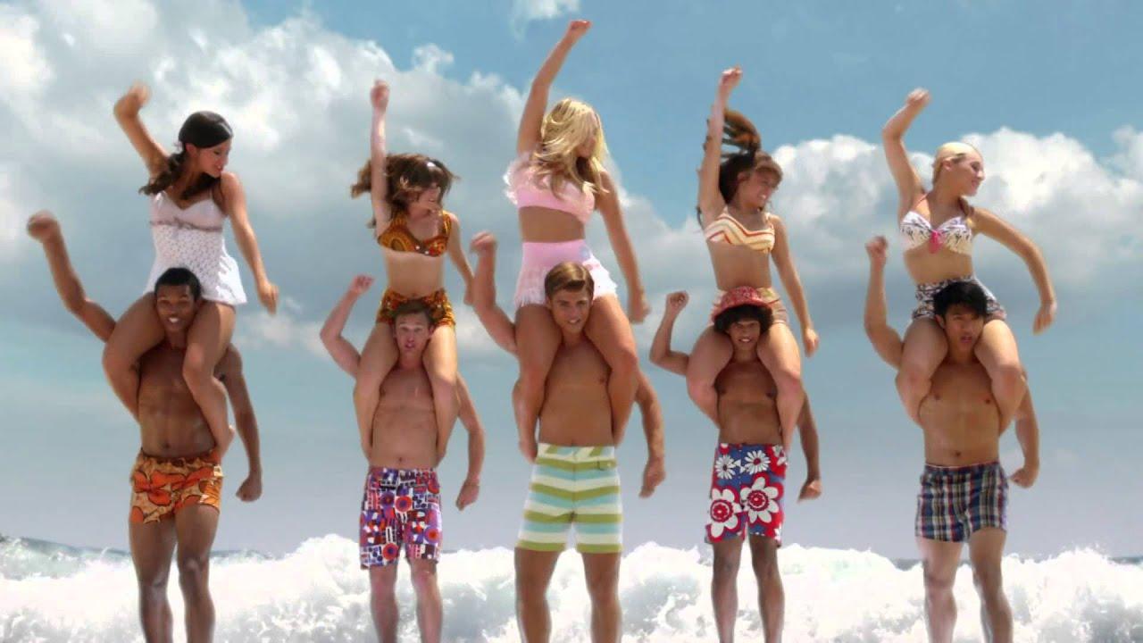 2 bikini teens play frisbee - 4 2