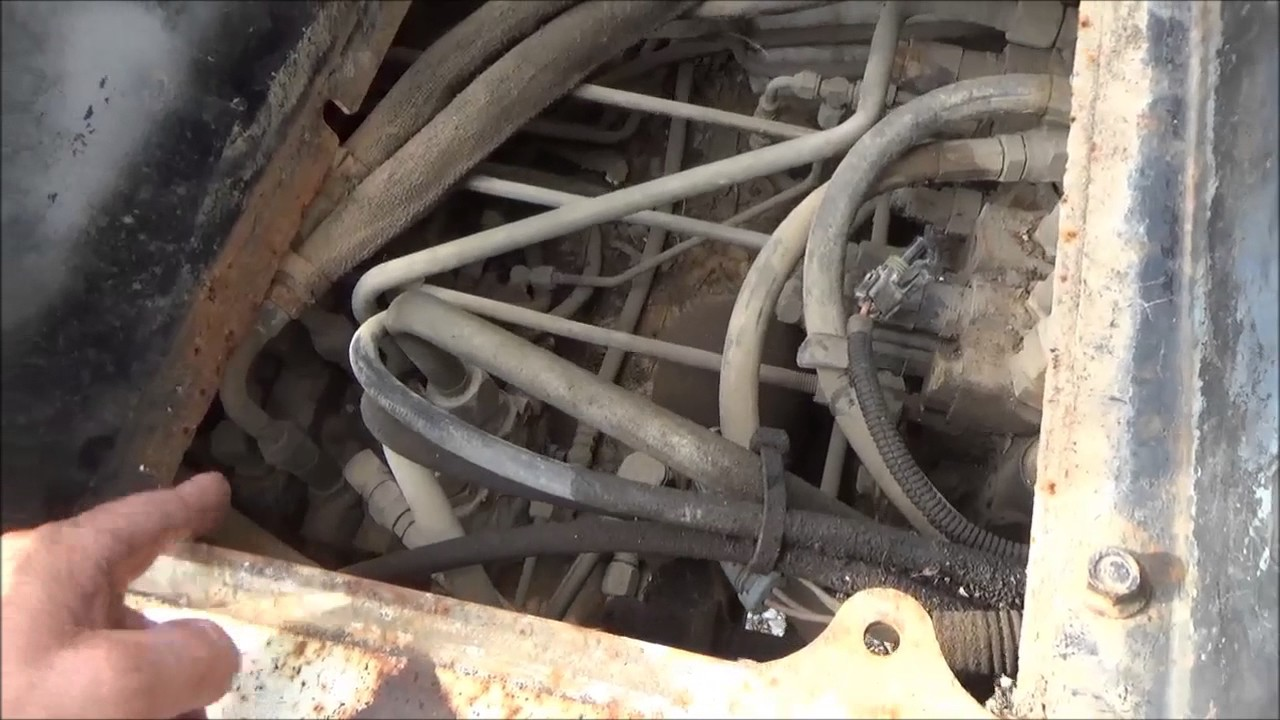 finding leak and replacing hydraulic lines on my bobcat 331 excavator [ 1280 x 720 Pixel ]