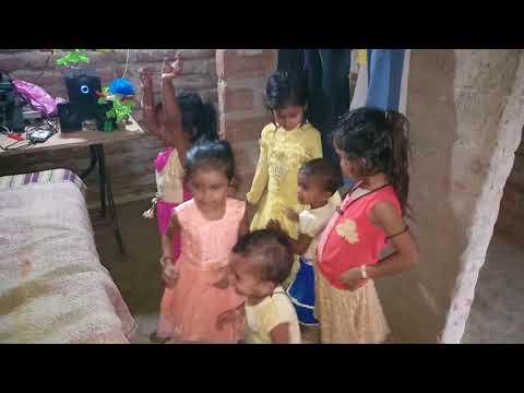 Tikwa Tikwa Kahat Rahni Par Chhoti Bachhi Ka Famous Dance