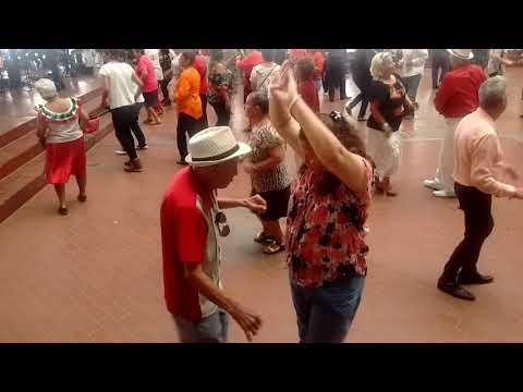 Baile en el Palacio Municipal de Monterrey. Libre taxi.