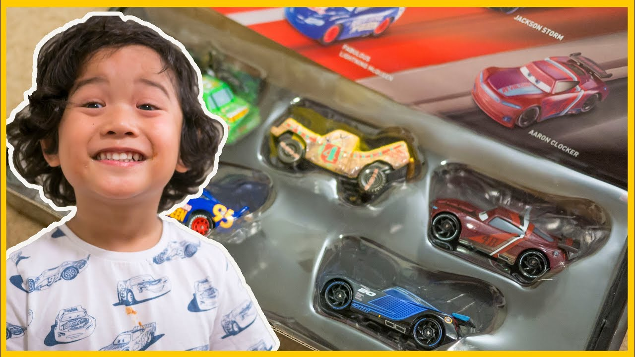 Disney Cars 3 Next Gen Racers Diecast Exclusive Aaron