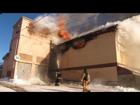 В Охе горит торговый центр