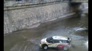 Sebastian Loeb con su auto de rally en la cañada Cordoba, Argentina!