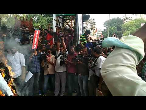 Protest against VTU in Bangalore at mysore Bank circle