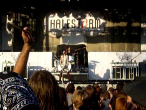 Halestorm - I Get off (Rockstar Energy Drink Uproar Festival, in Kansas City 08/18/2010)