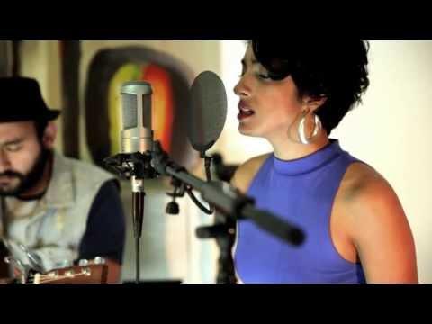 Bag Lady - Eykah Badu (acoustic cover by Kristie and Freddy)