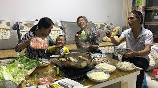 公公来城里住,儿媳做火锅吃,一次涮10份菜,公公说羊肉真不少