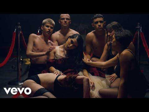 Смотреть клип Gia Woods - Naive