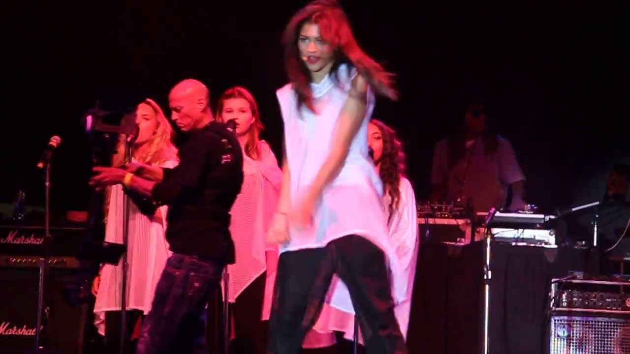 Zendaya replay live