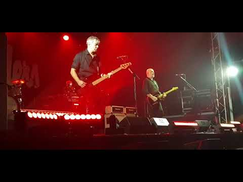 The Stranglers = Walk On By