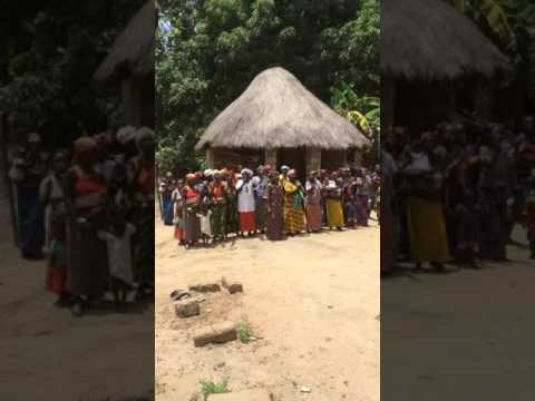 Ladies in Sierra Leone Samu Chiefdom welcome UNDP