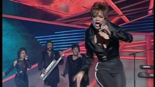 Ruth Jacott sings