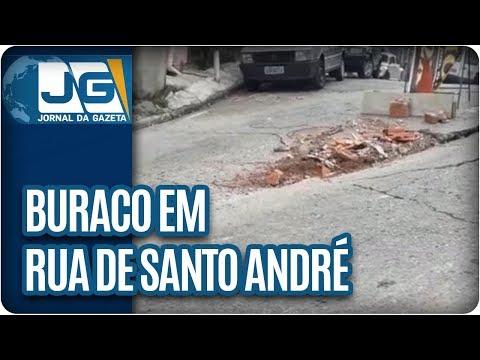 Buraco em rua de Santo André atrapalha a vida dos moradores da região