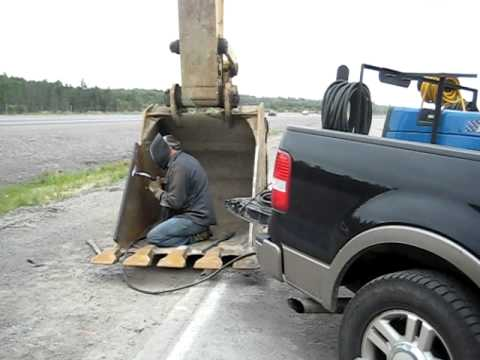 jobsite mobile welding bucket repair - YouTube