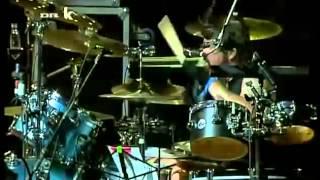 Josh Homme, Dave Grohl,  y John Paul Jones. (Live)