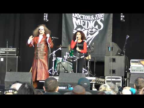 Doctor & the Medics - Doctor Who/You Spin Me Round (live at Wychood festival - 31st May 15)