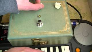 Diederich Electronics White Noise Lo - Fi Circuit Bent Guitar / Keyboard Pedal Demo w/ Keyboard