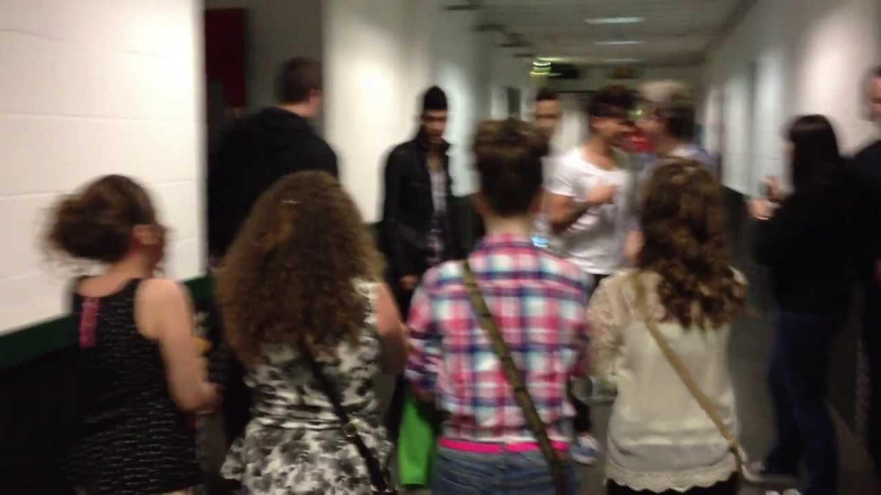One Direction Meet Greet Horan Hug Youtube