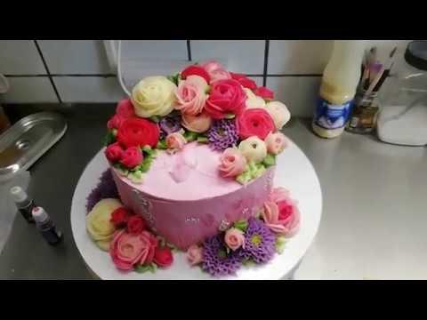 Цветы из упругого крема для одноярусного торта