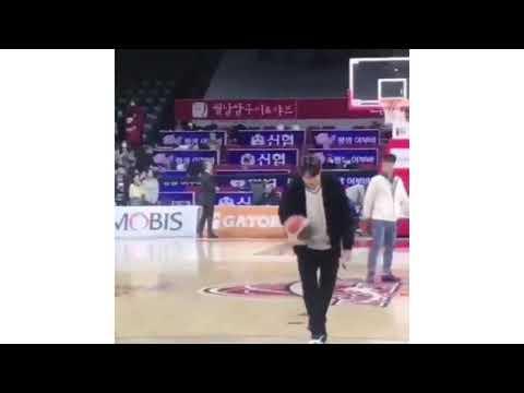 Lee Min Ho trổ tài ném bóng rổ trên phim trường phim mới 'The King: The Eternal Monarch'