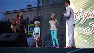 Суровая маленькая девочка на Дне города Гатчина победила всех и забрала приз!