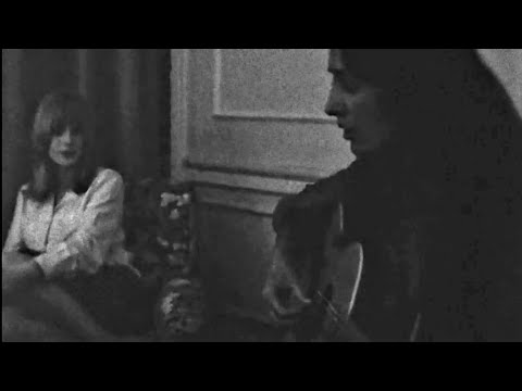 "Joan Baez & Marianne Faithfull Sing ""As Tears Go By"" In Bob Dylan's Hotel Room (May 1965)"