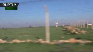 Последствия ракетного обстрела американскими военными правительственной базы в Сирии