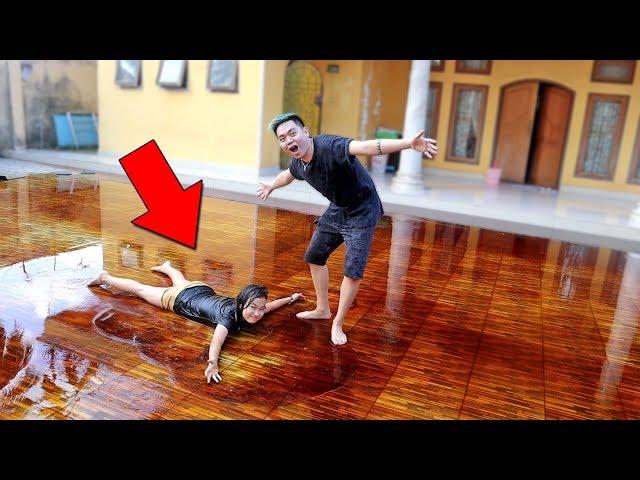 SURPRISE BUAT ADIK PAKE KECAP MANIS SATU HALAMAN! *banjir*