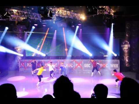Showdown Final Wakakas Waka Waka Dance