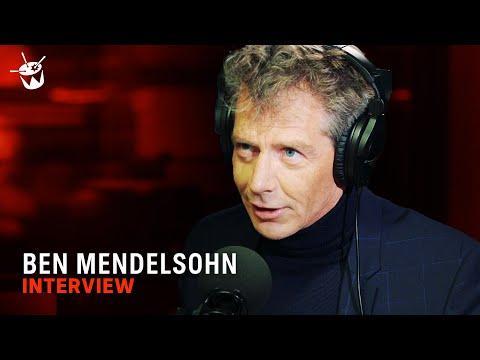Ben Mendelsohn performs 'The Lion King'