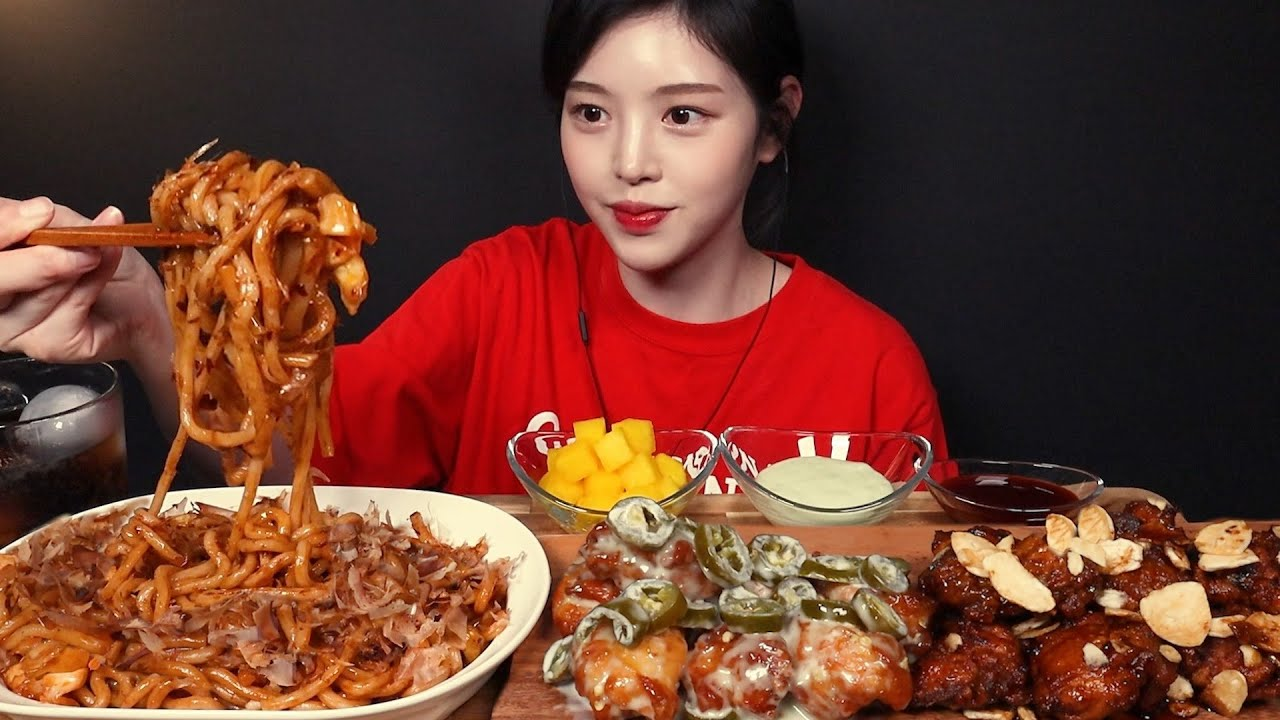 SUB)지지고 매운 누들볶음우동에 푸라닭 고추마요 블랙알리오 치킨 먹방! 꿀조합 리얼사운드 Chicken & Spicy Stir-Fried Noodles Mukbang As