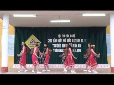 Múa chiều lên bản thượng - lớp 9a4 - trường THCS Chu Văn An Thái Nguyên - 2011