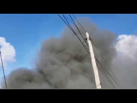 Los bomberos intervienen en el incendio de Barro
