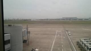 くもっています。 これから大阪と福岡です。 向こうは雨かな、、