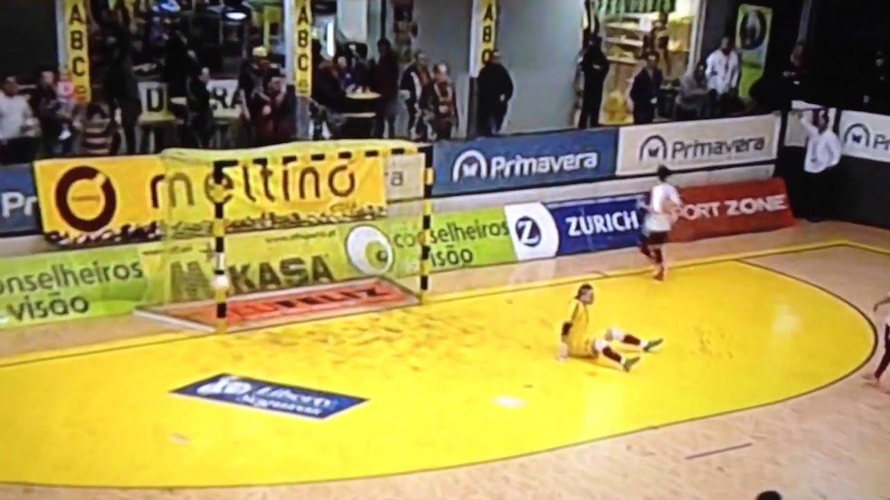 Golo Caio Japa Gualtar vs Sporting (0-7) Liga Sport Zone Futsal 15 ... 3f04c3f9bbd9e