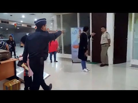 Tubuhnya Didorong Petugas Bandara Juanda, Wanita Ini Mengaku Dikenai Pungli saat akan ke Hong Kong