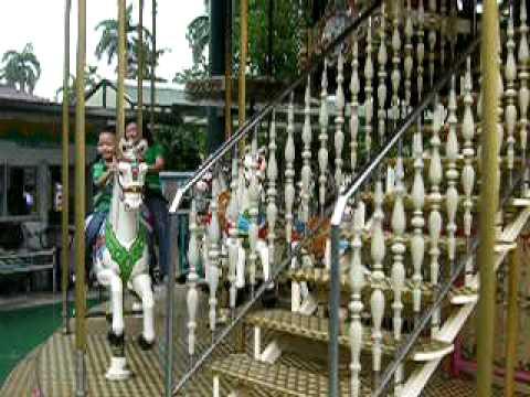 兒童樂園-旋轉木馬