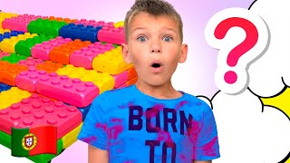 Five Kids Brincam com Brinquedos de Menina e de Menino