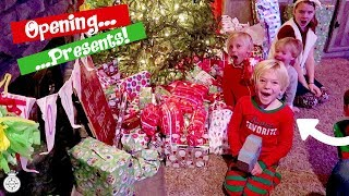 CHRISTMAS MORNING SPECIAL 2017 OPENING PRESENTS BRINGS EXCITEMENT!