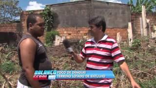 Foco de dengue! terreno lotado de entulho