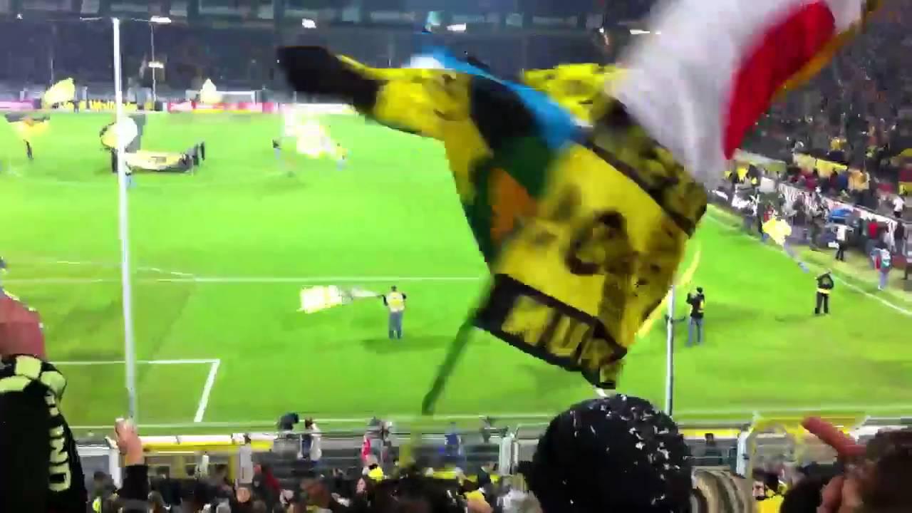 BVB vs Gladbach 27.11.2010 Schnipselregen