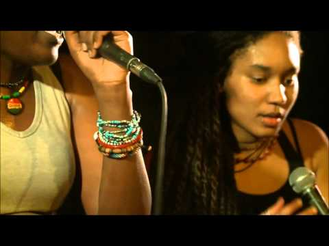 "Strange Froots - ""Doo Wop (That Thing)"" [Lauryn Hill Cover] (Live at Le Divan Orange)"